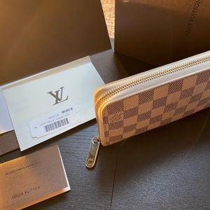 Authentic Louis Vuitton Zippy Damier Wallet.